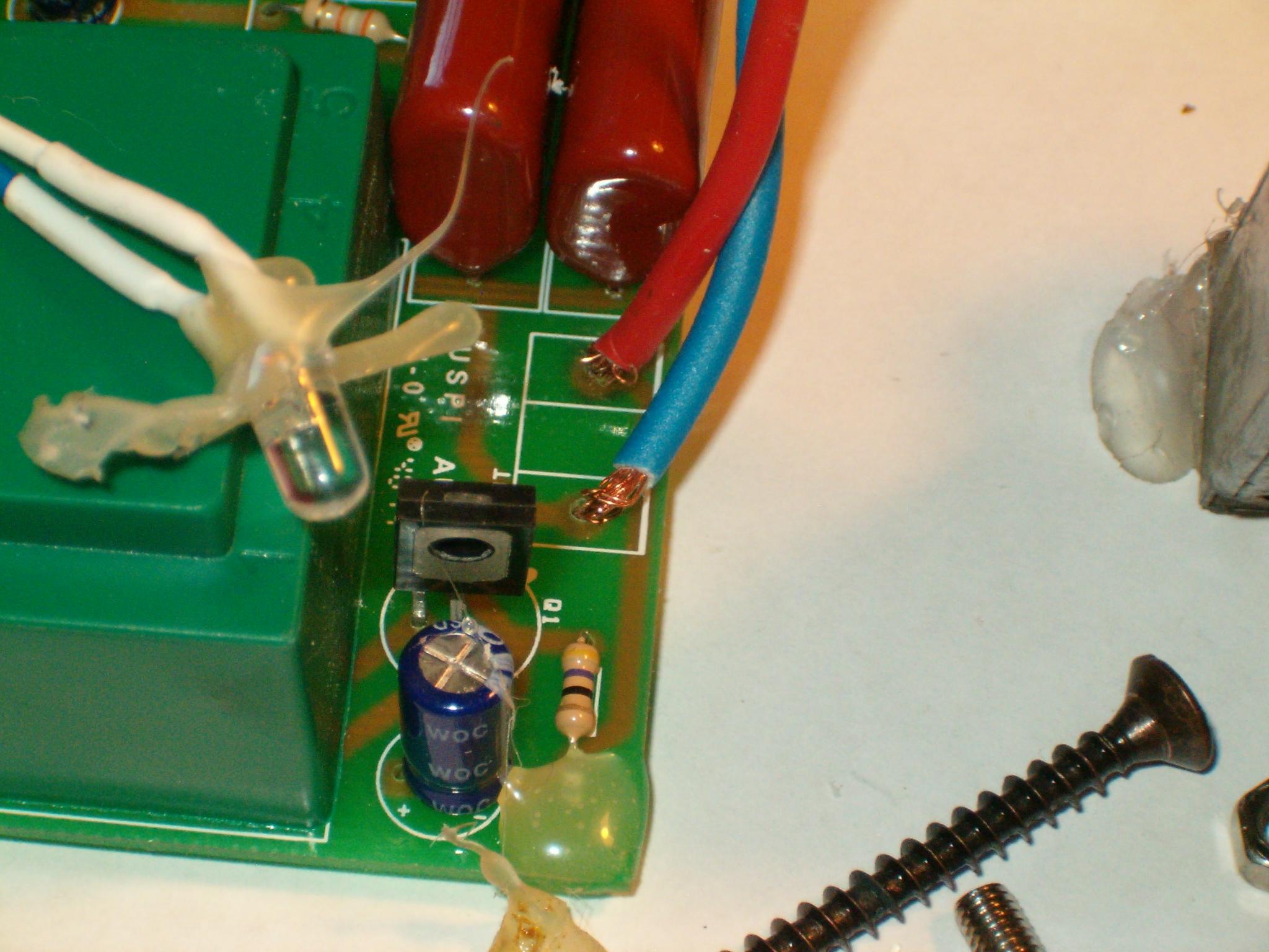 Schema Elettrico Elettrificatore Per Recinzioni : Elettrificatore v a batterie per recinti elettrici da scuderia