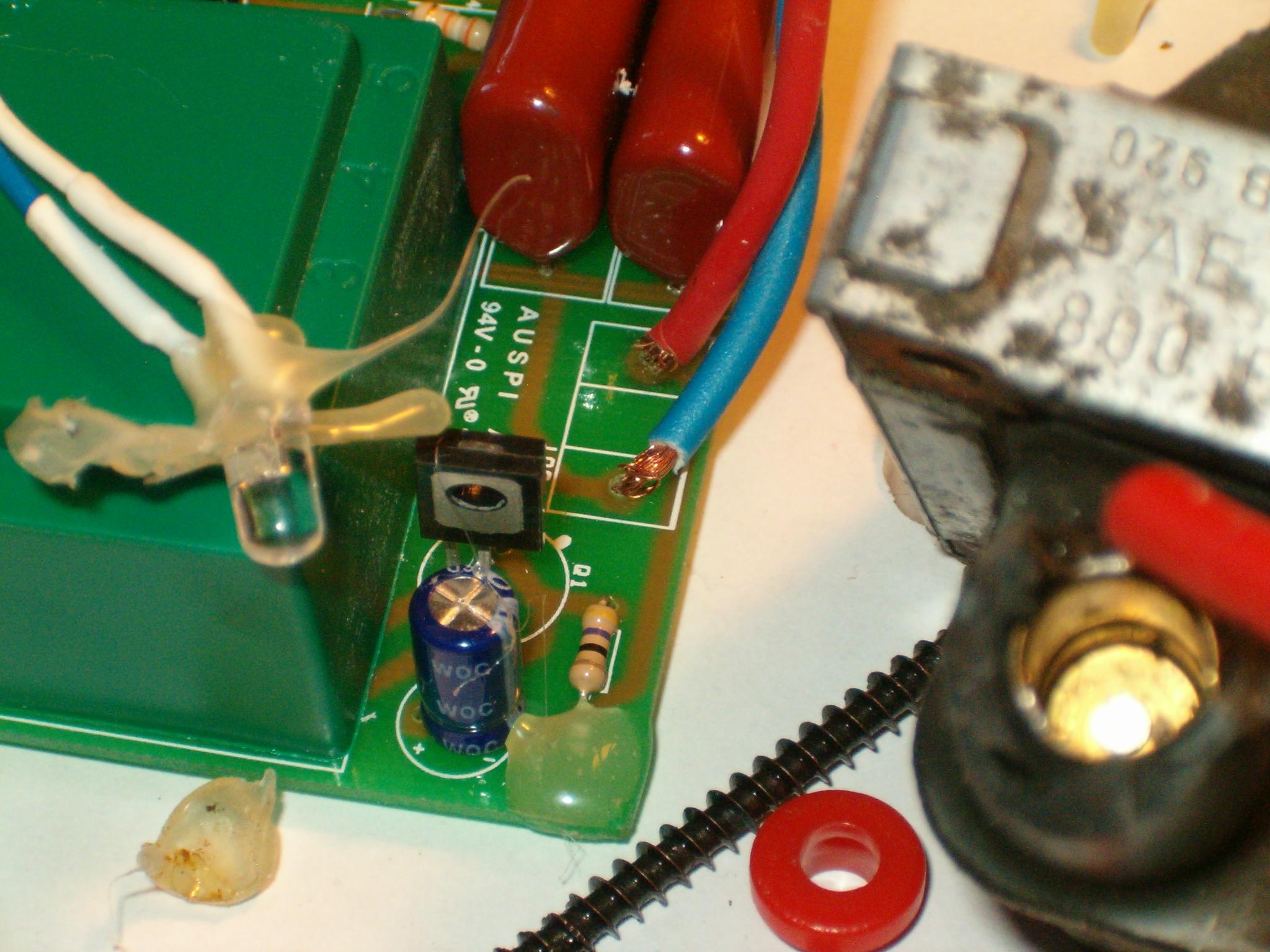 Schema Elettrico Elettrificatore Per Recinzioni : Elettrificatore per recinti